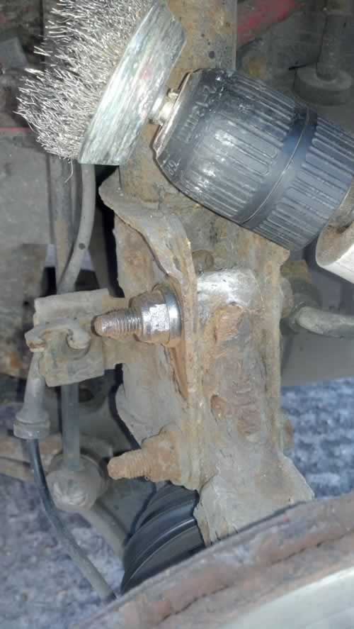 Clean Suspension Strut Mouning bolts